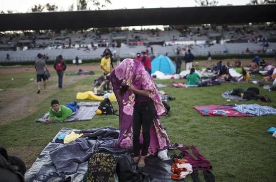 Migrantes instalados en el estadio de la capital mexicana